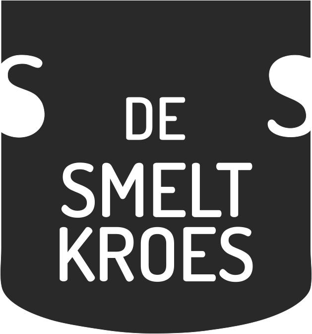 Sfeerbeeld van een logo waarin je een zwart schild ziet. Daarin staat De Smeltkroes in witte letters.